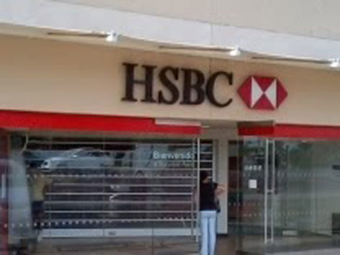 Ajijic amenities  like the HSBC at Centro Laguna storefront with person at bank machine.