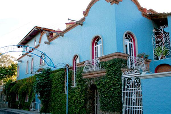 Street view of Nuevo Posada hotel.